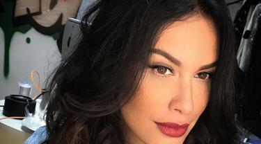[Bintang] Cantiknya Kebangetan, Ini Makeup Awet Muda Andalan Sophia Latjuba