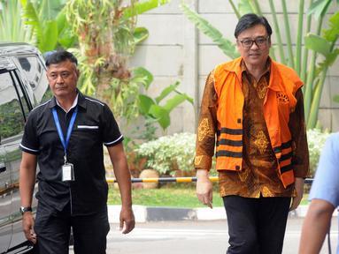 Direktur Operasional Lippo Group Billy Sindoro (tengah) tiba di Gedung KPK, Jakarta, Senin (6/11). Billy diperiksa sebagai tersangka terkait dugaan suap terhadap Bupati Bekasi Neneng Hasanah Yasin. (Merdeka.com/Dwi Narwoko)