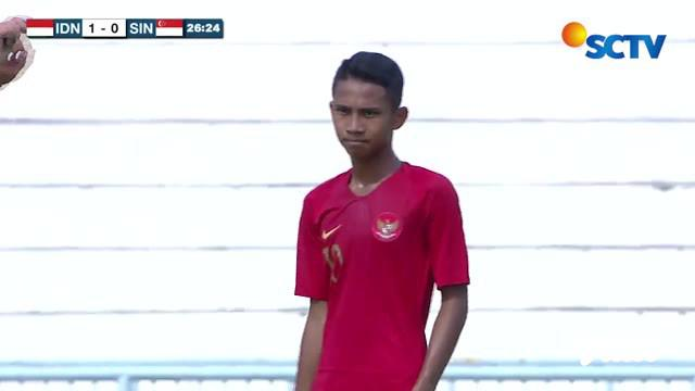 Berita video momen free kick indah pemain Timnas Indonesia U-15, Mochamad Faizal Shaifullah, saat menghadapi Singapura di Piala AFF U-15 2019, Senin (29/7/2019).