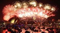 Ingin melihat pertunjukan kembang api termegah saat tahun baru? Datanglah ke Sydney Harbour, Australia. Pesta kembang api dengan budget yang fantastis ini melibatkan 6 kapal di sekitar jembatan Sydney Harbour. (st.pixanews.com)
