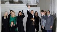Donald Trump beserta keluarganya (AP)