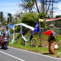 Alat peraga kampanye yang dipasang KPUD Bengkulu sudah rusak saat masa kampanye masih berlangsung (Liputan6.com/Yuliardi Hardjo)