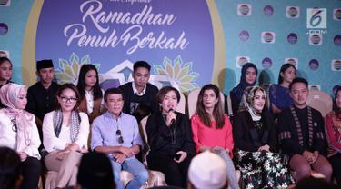 Direktur Programing SCM Harsiwi Achmad memberi keterangan dalam konferensi pers Ramadhan Penuh Berkah di Jakarta, Kamis (26/4). Indosiar kembali menampilkan program spesial bernuansa religi dalam rangka menyambut Ramadhan. (Liputan6.com/Faizal Fanani)