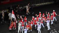 Tim Indonesia tiba pada upacara pembukaan Paralimpiade Tokyo 2020 di Stadion Olimpiade Tokyo pada 24 Agustus 2021. (AFP/Charly Triballeau)