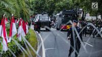 Kendaraan taktis Barracuda di area gedung KPU, Jakarta, Jumat (1/3). Sebanyak 4.039 personel gabungan dari TNI, polisi dan Pemprov DKI disiagakan dalam mengamankan aksi massa Forum Umat Islam (FUI) dan Gerakan Jaga Indonesia. (Liputan6.com/Faizal Fanani)
