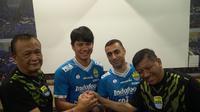 Artur Gevorkyan dan Achmad Jufriyanto diperkenalkan sebagai pemain Persib Bandung, Kamis (18/4/2019). (Huyogo Simbolon)