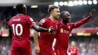 Penyerang Liverpool, Diogo Jota (tengah), merayakan gol yang dicetaknya ke gawang Burnley dalam laga pekan kedua Premier League di Anfield, Sabtu (21/8/2021). (Mike Egerton/PA via AP)