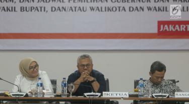 Ketua KPU RI, Arief Budiman (tengah) saat Rapat Uji Publik Rancangan Peraturan KPU tentang Tahapan, Program dan Jadwal Penyelenggaraan Pemilihan Gubernur/Wakil Gubernur, Bupati/Wakil Bupati dan Walikota/Wakil Walikota tahun 2020 di Jakarta, Senin (24/6/2019). (Liputan6.com/Helmi Fithriansyah)