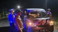 Razia digelar di jalan Trans Sulawesi, perbatasan antara Provinsi Sulut dan Provinsi Gorontalo, tepatnya di depan Mako Polsek Pinogaluman, Bolmong Utara, Sabtu (3/4/2021).