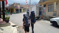 Pada pendaki Gunung Ciremai berjalan menuju pos satu bagian pendaftaran. Foto (Liputan6.com / Panji Prayitno)