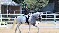 Claresta Amantha Kamsari berhasil meraih progres luar biasa sekaligus menuai prestasi pada Kejuaraan Equestrian Champions League (ECL) seri lima yang diselenggarakan di APM Equestrian Centre Tigaraksa Banten Tangerang 29-30 Agustus 2020. (Istimewa)