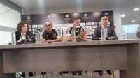 Sesi konferensi pers Juventus bersama Maurizio Sarri dan Mattai De Sciglio. (Bola.com/Aditya Wicaksono)