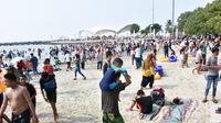 Kemeriahan Pantai Ancol saat libur Lebaran (Dok. Ancol Taman Impian)
