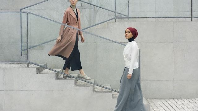 Keren, Koleksi Hijab Hana Tajima dari Uniqlo Dipamerkan di MoMA ...
