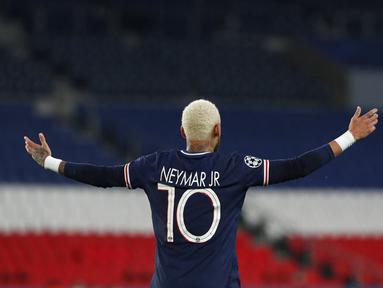 Pemain Paris Saint-Germain Neymar PSG bereaksi saat menghadapi RB Leipzig pada pertandingan Grup H Liga Champions di Stadion Parc des Princes, Paris, Prancis, Selasa (24/11/2020). Paris Saint-Germain menang 1-0. (AP Photo/Thibault Camus)