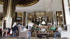 Pemain Timnas Indonesia saat berada di Hotel Al Meroz, Bangkok, Kamis, (15/11). Hotel bernuansa Islami itu menjadi tempat penginapan Indonesia jelang laga Piala AFF 2018 melawan Thailand. (Bola.com/M. Iqbal Ichsan)