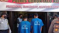 Pria berinisial MZ (19) dan AN (23) berhasil diamankan Polsek Kota Tengah, Kota Gorontalo. (Arfandi Ibrahim/Liputan6.com)