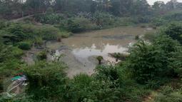 Suasana waduk Brigif di Kelurahan Cipedak, Jagakarsa Jakarta, Jumat (6/11/2015). Pembangunan waduk Brigif sudah setahun mangkrak. (Liputan6.com/Yoppy renato)