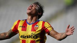 Selebrasi Edouardo Vargas  setelah mencetak gol pada putaran leg pertama 32 besar Liga Eropa antara Dynamo Kyiv vs Valencia  di Nicosia, Siprus pada 21 Februari 2014 (AFP/Sakis Savides).