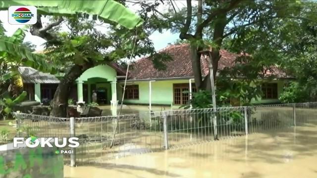 Akibat intensitas hujan yang tinggi, permukiman warga di sejumlah daerah terendam banjir.