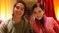 Tanpa didampingi mantan suaminya, Ahmad Dhani, Maia Estianty mengantarkan El Rumi terbang ke London dan menetap di sana selama beberapa hari. Sebagai ibu, Maia terus memanjatkan doa untuk anaknya. Selamat berjuang, El!  (Instagram/maiaestiantyreal)