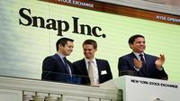Pendiri Snapchat, Bobby Murphy dan Evan Spiegel, serta Presiden NYSE Group, Thomas Farley (Foto: Reuters)