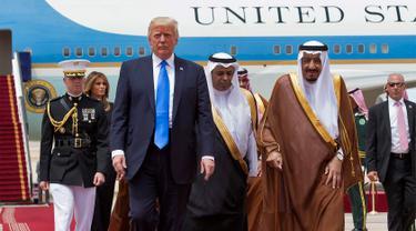 Berkunjung ke Arab Saudi, Trump Disambut Langsung Raja Salman