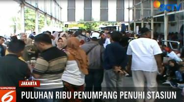 Bahkan hari ini, PT Kereta Api Indonesia memberangkatkan 24 kereta dengan berbagai tujuan di Jawa Barat, Jawa Tengah, dan Jawa Timur.