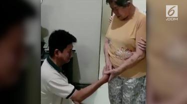 Setelah video menampar ibu kandungnya sendiri viral, si anak durhaka dipaksa meminta maaf.