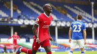 Selebrasi pemain Liverpool, Sadio Mane usai membobol gawang Everton. (Peter Byrne/Pool via AP)