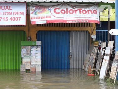 Aktivitas Perdagangan di KH Hasyim Ashari Lumpuh Akibat Banjir