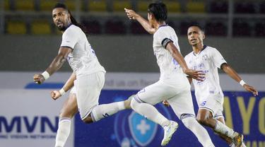 Arema FC sukses meraup poin penuh pada laga pekan ketujuh BRI Liga 1 2021/2022 usai menumbangkan Persija Jakarta dengan skor 1-0 di Stadion Manahan Solo, Minggu, (17/10/2021). (Bola.com/Bagaskara Lazuardi)