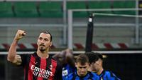 Ekspresi striker AC Milan, Zlatan Ibrahimovic, setelah menjebol gawang Inter Milan pada laga Liga Italia di Giuseppe Meazza, Sabtu (17/10/2020). (AFP/Miguel Medina)