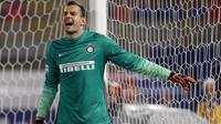 Samir Handanovic kiper Inter Milan berulangkali menggagalkan  upaya pemain Torino menjebol gawang Inter lewat penyelamatan gemilangnya.