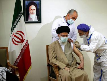 Ayatollah Khamenei Disuntik Vaksin Produksi Iran