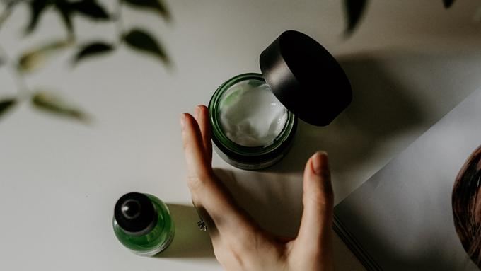 Kenali Fakta Tentang Tretinoin untuk Obat Jerawat - Beauty ...