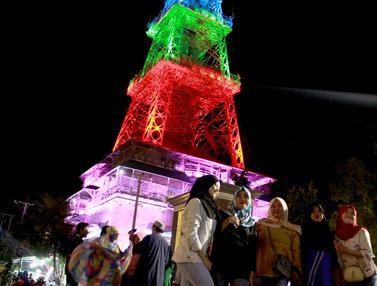 Pesona Cahaya Menara Eiffel Gorontalo