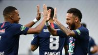 Neymar mencetak gol tunggal kemenangan Paris Saint-Germain atas Saint-Etienne pada laga final Coupe de France, di Stade de France, Sabtu (25/7/2020) dini hari WIB. (AFP/FRANCK FIFE)