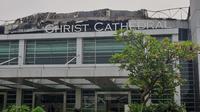 Gereja Christ Cathedral di kawasan Paramount Serpong, Kabupaten Tangerang, terbakar hebat sejak pukul 08.00 pagi, Senin (27/4/2020).