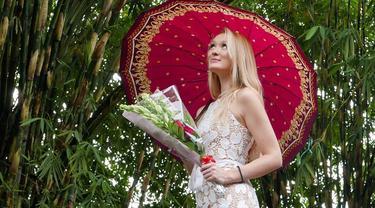 Gaun Pengantin Cantik Bule Asal Inggris Saat Menikah dengan Pria Muntilan