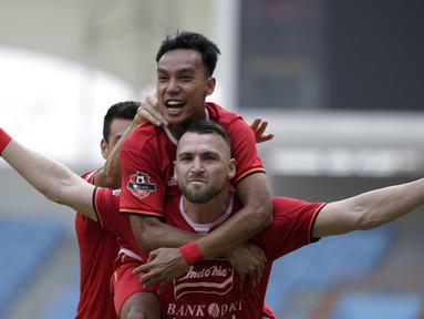 Striker Persija Jakarta, Marko Simic, merayakan gol yang dicetaknya ke gawang Borneo FC pada laga Shopee Liga 1 di Stadion Wibawa Mukti, Bekasi, Senin (11/11). Persija menang 4-2 atas Borneo. (Bola.com/Yoppy Renato)