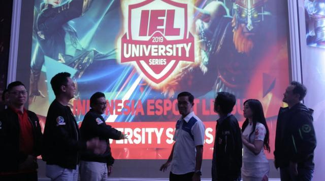 Proses peluncuran IEL University Series 2019.