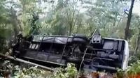 Sebuah bus yang mengangkut wisatawan jatuh ke jurang di Purbalingga. Sementara Stasiun Kereta Api di Purwakarta dipadati penumpang.
