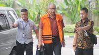 Dokter Bimanesh Sutarjo tiba di gedung KPK untuk menjalani pemeriksaan, Jakarta, Rabu (6/2). Penyidik KPK terus mendalami kasus dugaan merintangi penyidikan proyek e-KTP yang menjerat Setya Novanto. (Liputan6.com/Herman Zakharia)
