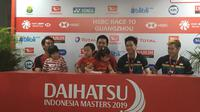 Dua ganda putra andalan Indonesia, Mohammad Ahsan/Hendra Setiawan dan Kevin Sanjaya Sukamuljo/Marcus Fernaldi Gideon, usai final Indonesia Masters 2019 di Istora Senayan, Jakarta, Minggu (27/1/2019). (Bola.com/Benediktus Gerendo Pradigdo)