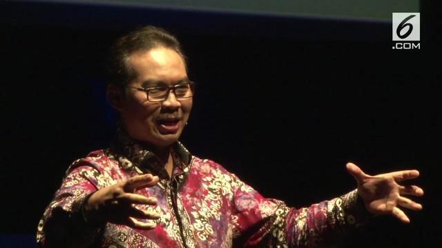 """Hasto meluncurkan program """"Bela & Beli Kulonprogo"""" untuk mengangkat perekenomian Kabupaten Kulon Progo. Kebijakan tersebut mampu mendongkrak industri batik lokal."""