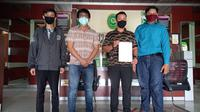 Warga Samarinda yang menggugat oknum polisi dan Ombudsman Kaltim medatangi Pengadilan Tinggi Kaltim.