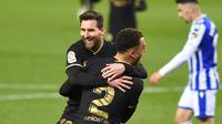Lionel Messi rayakan gol bersama Sergino Dest saat Barcelona cukur Real Sociedad 6-1 (AFP/Ander Gillenea)