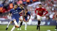 Pemain Chelsea, Eden Hazard, mencetak gol ke gawang Manchester United dari titik putih pada final Piala FA, Sabtu (19/5/2018) atau Minggu (20/5/2018) dini hari WIB. (Nick Potts/PA via AP)