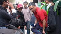Anggota DPR RI Fraksi PDI Perjuangan saat meninjau warga. (Istimewa)